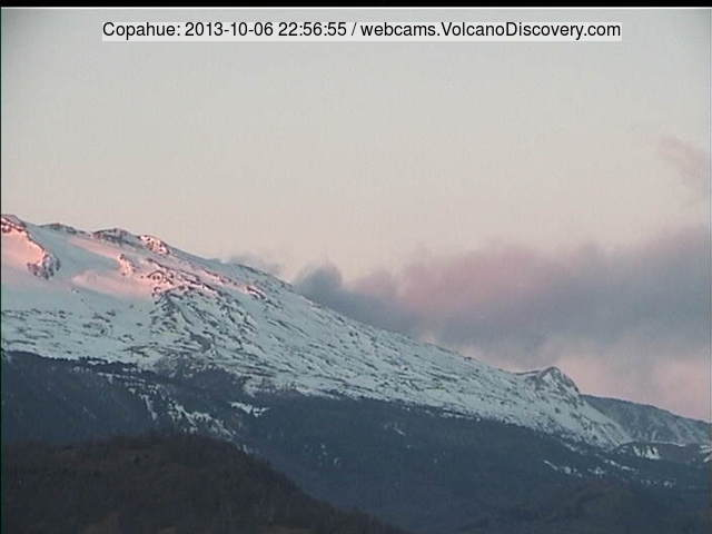 Steam (with ash?) plume from Copahue this morning (SERNAGEOMIN webcam)