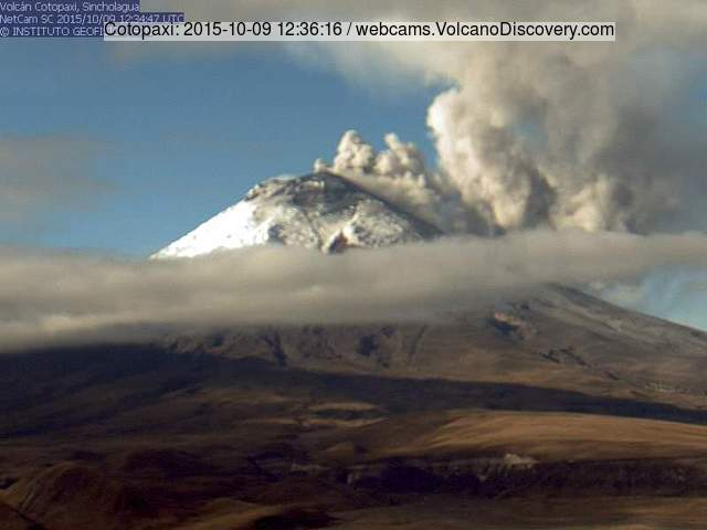 Ash emission from Cotopaxi on 9 Oct 2015