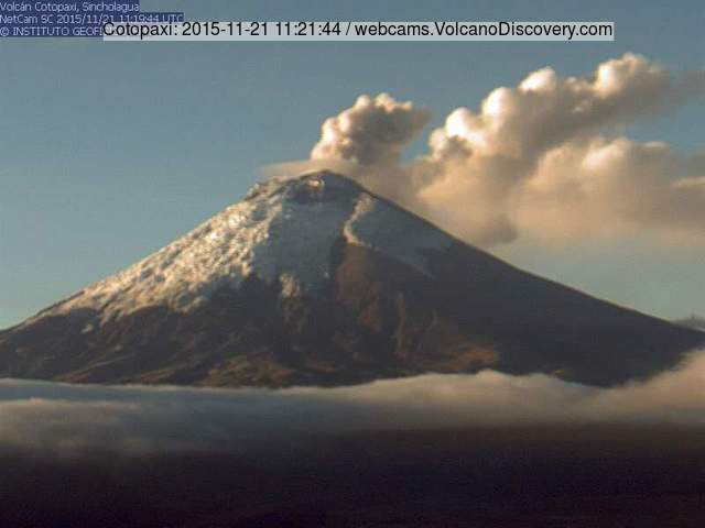 Small ash emission from Cotopaxi this morning