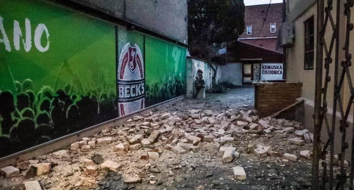 Fallen bricks in Sisak town (?) (image: index.hr)