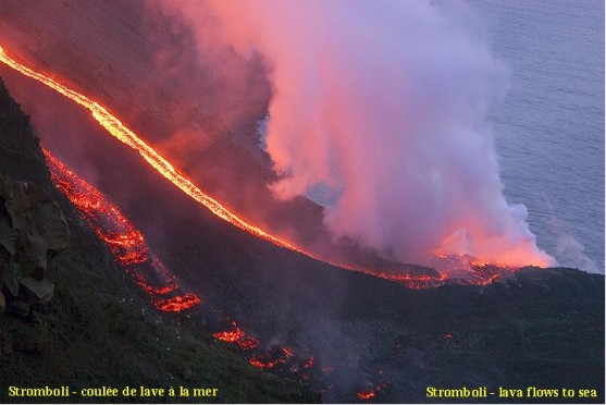 Lava flow eruption (Stromboli, March 2007)