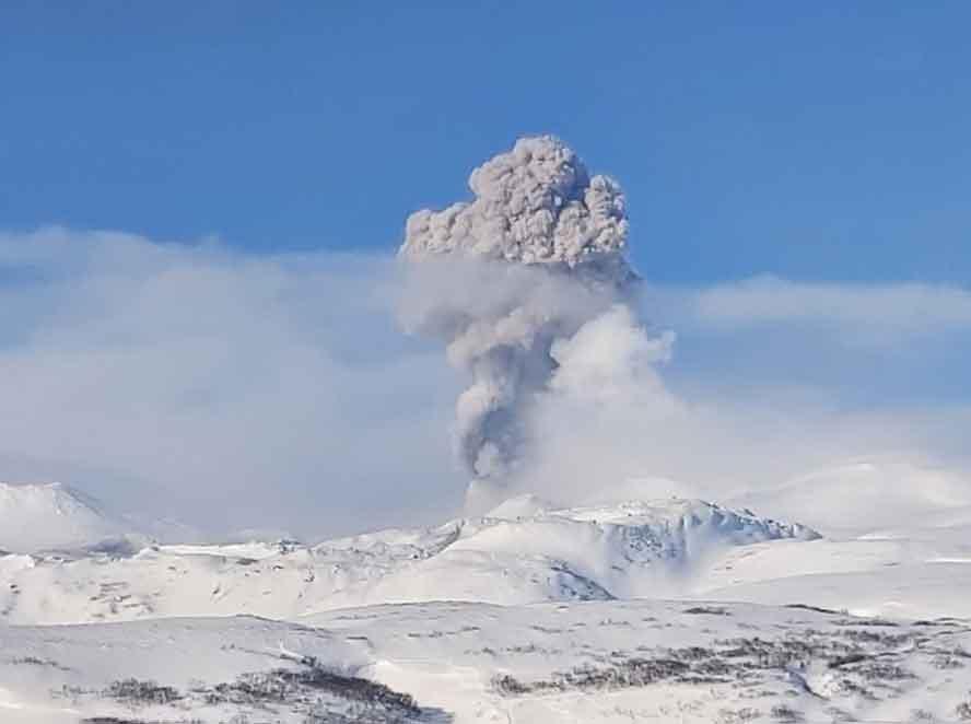 Eruption of Ebeko volcano on 20 Jan 2020 (image: Leonid Kotenko)