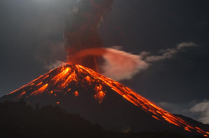 Strong vulcanian eruption of Reventador volcano at around midnight 6-7 Jan 2020 (image: Tom Pfeiffer / VolcanoDiscovery)