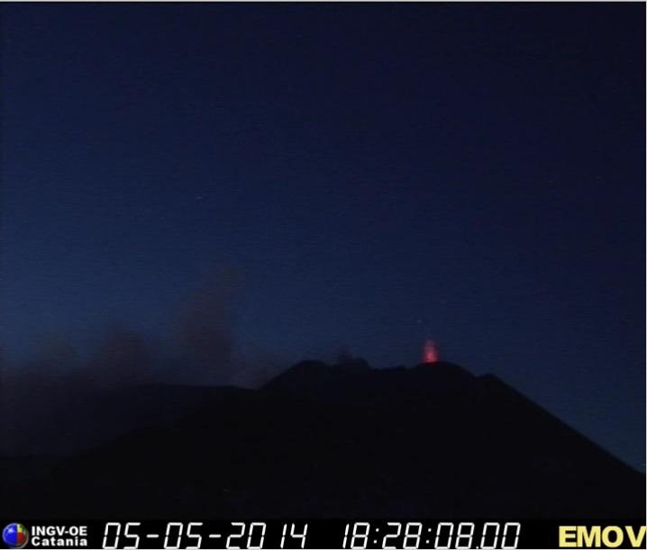 Zwakke Stromboli activiteit op de Etna NSEC (Montagnola webcam, INGV Catania)