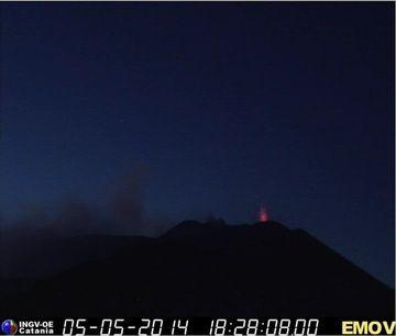 Weak strombolian activity at Etna's NSEC (Montagnola webcam, INGV Catania)