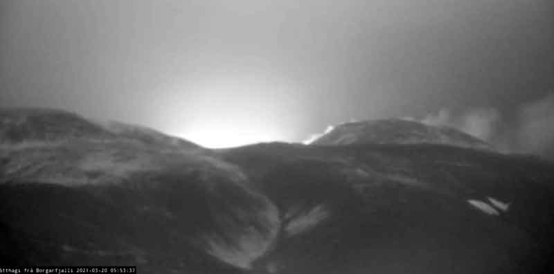 View of the glow from the new eruption this moring (image: RUV webcam)