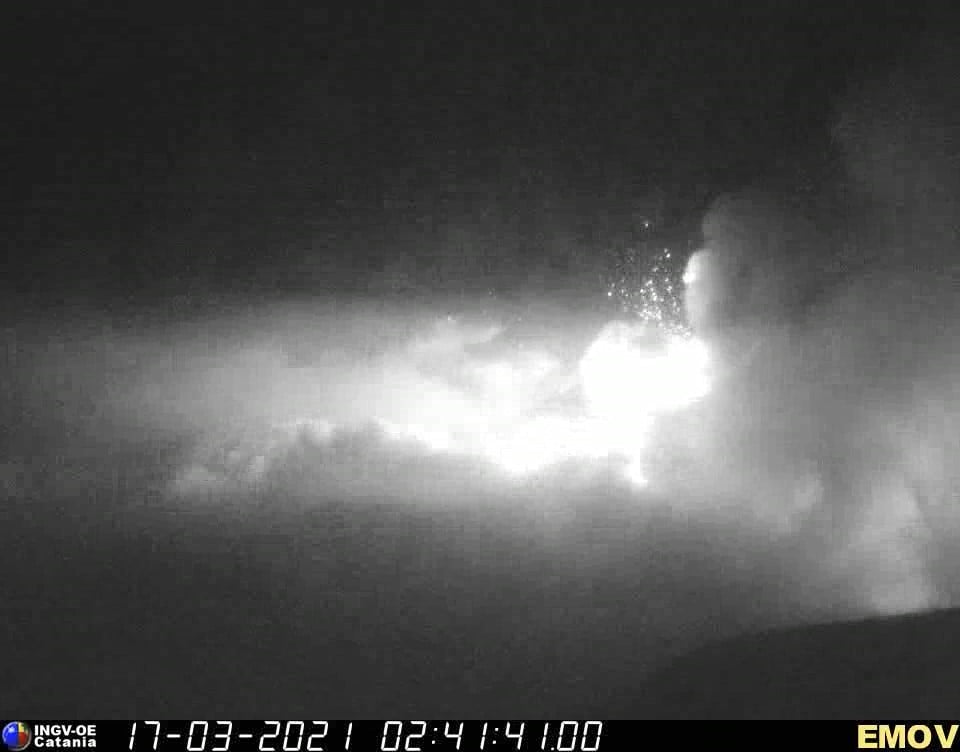 Beginning of lava fountain from the New SE crater (image: INGV Catania)