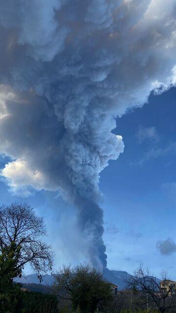 The eruption column 20 minutes after (image: Sara Raciti)