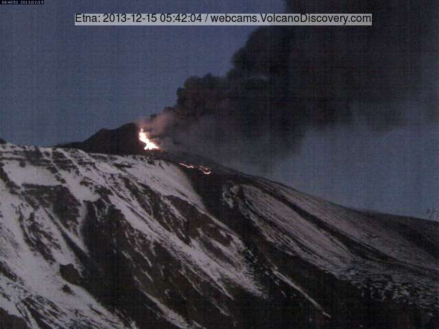Ash emission and the active lava flow in the early morning of 15 Dec (Etna-Trekking webcam)