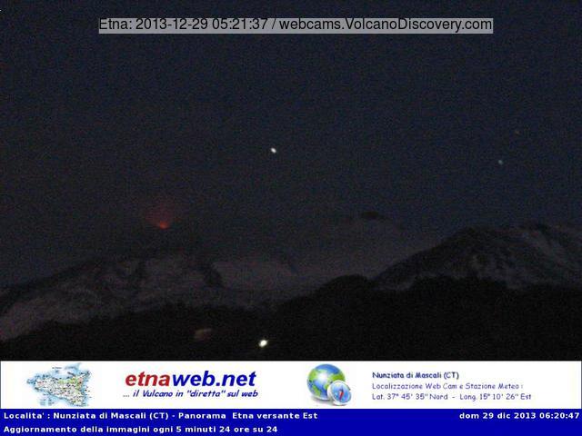 Weak glow at the NSEC earlier this morning (Etnaweb webcam)