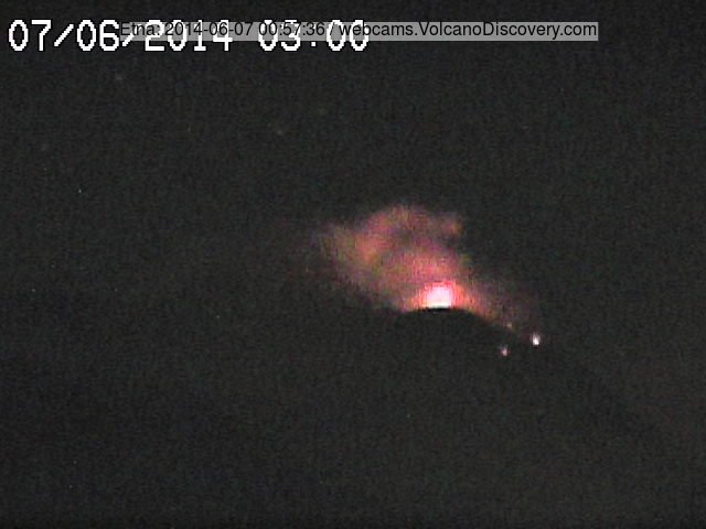 Strombolian explosion at Etna's NSEC past night (Radiostudio7 webcam)