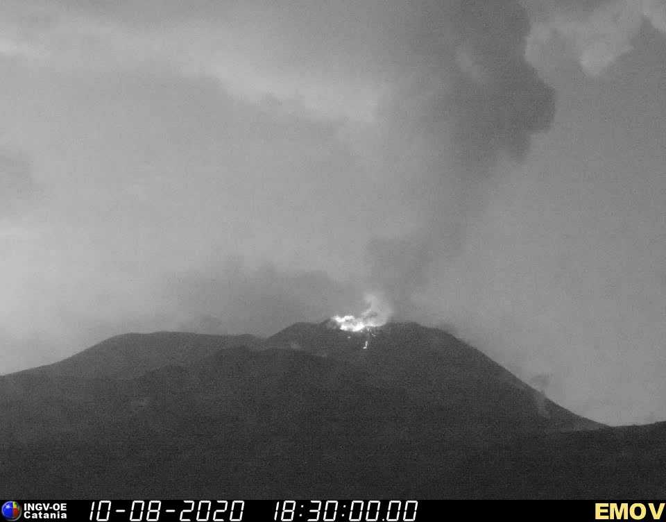 The activity seen from the INGV webcam on Montagnola