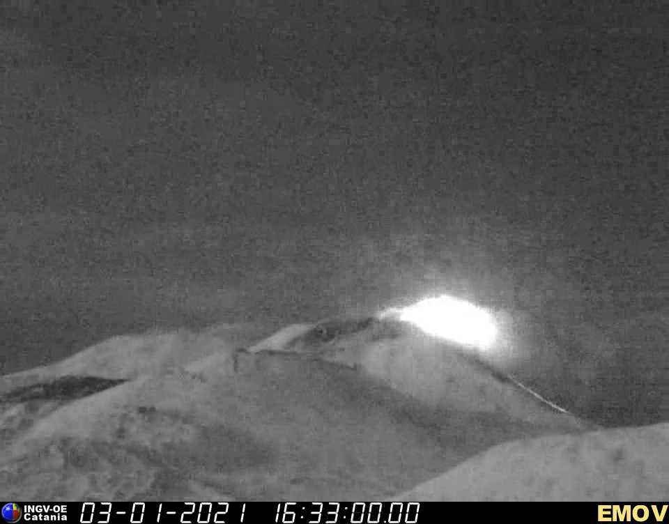Strong activity from the New SE crater tonight (image: INGV webcam on Montagnola)