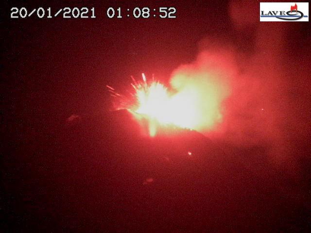 Strong explosions from Etna's New SE crater this evening