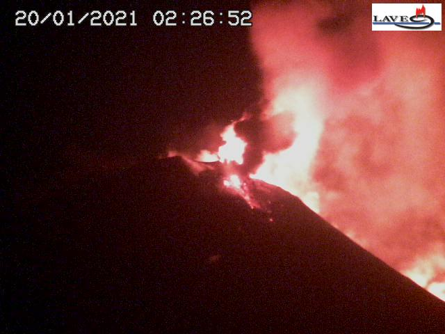 Strong activity at Etna's New SE crater during the night (image: LAVE webcam from Schiena dell'Asino)