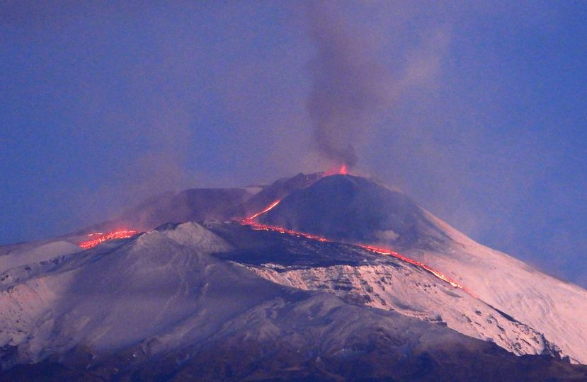 Activity of Etna after the end of the lava fountaining phase showing the two lava flows (image: Boris Behncke / INGV Catania)