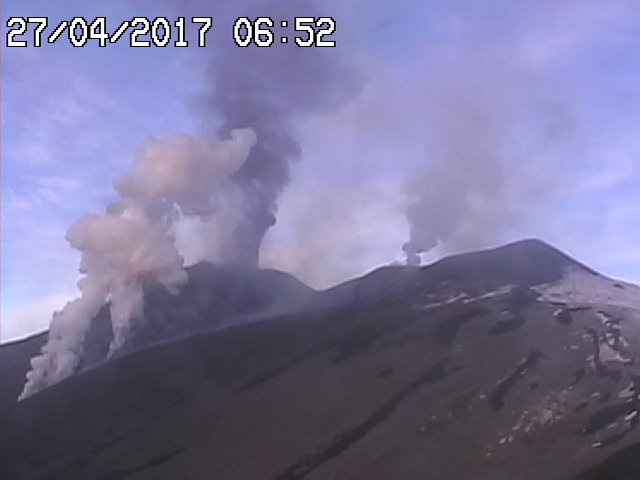 Steam from a melt-water avalanche on the northern lava flow in the morning of 27 April