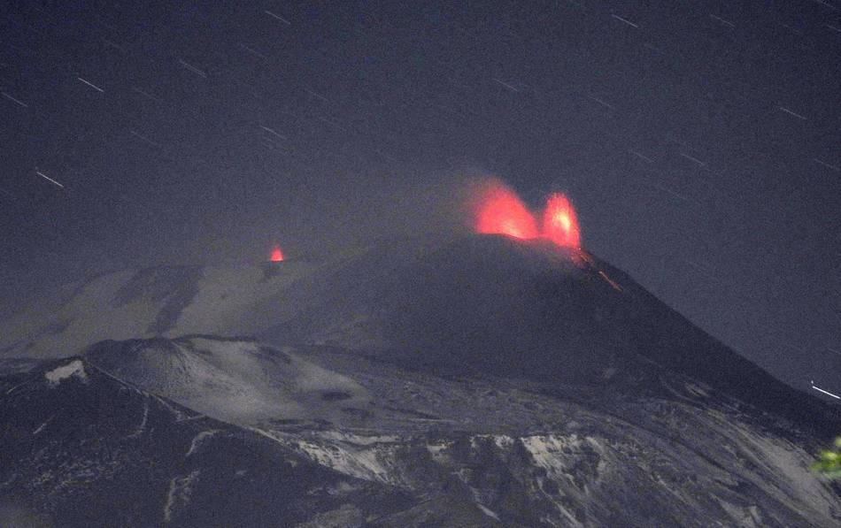 Strombolian eruptions at Etna's New SE crater (r) and Voragine (l) (image: Boris Behncke / facebook)
