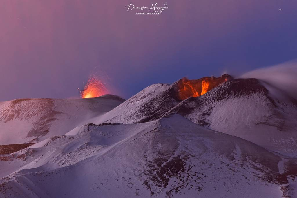 Strombolian eruption from Etna's Voragine central crater (l) and strong glow from the SE crater in the right foreground (image taken on 2 Jan 2021 evening by Domenico Mazzaglia / facebook)