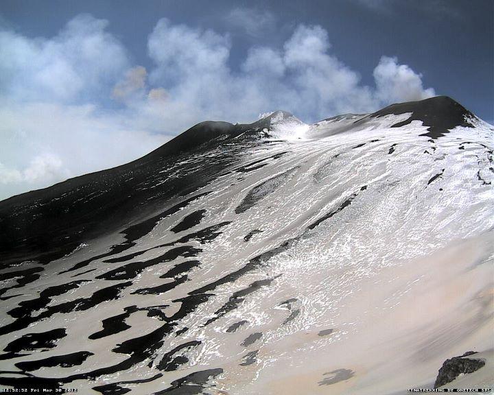 Weak ash emission from the New SE crater of Etna on 30 March (webcam image)