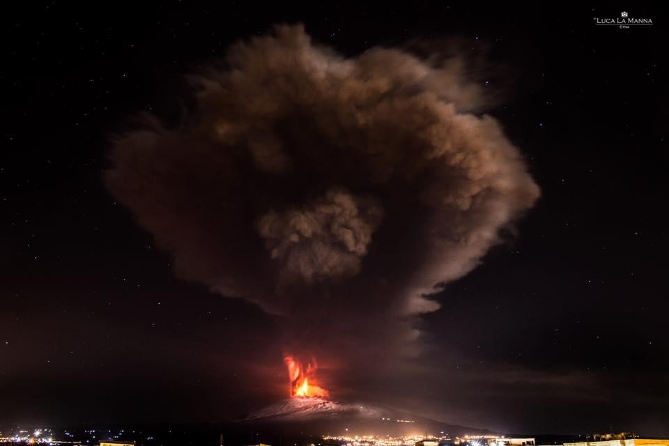 Etna's Voragine paroxysm 3 Dec 2015 (image: Luca La Manna)