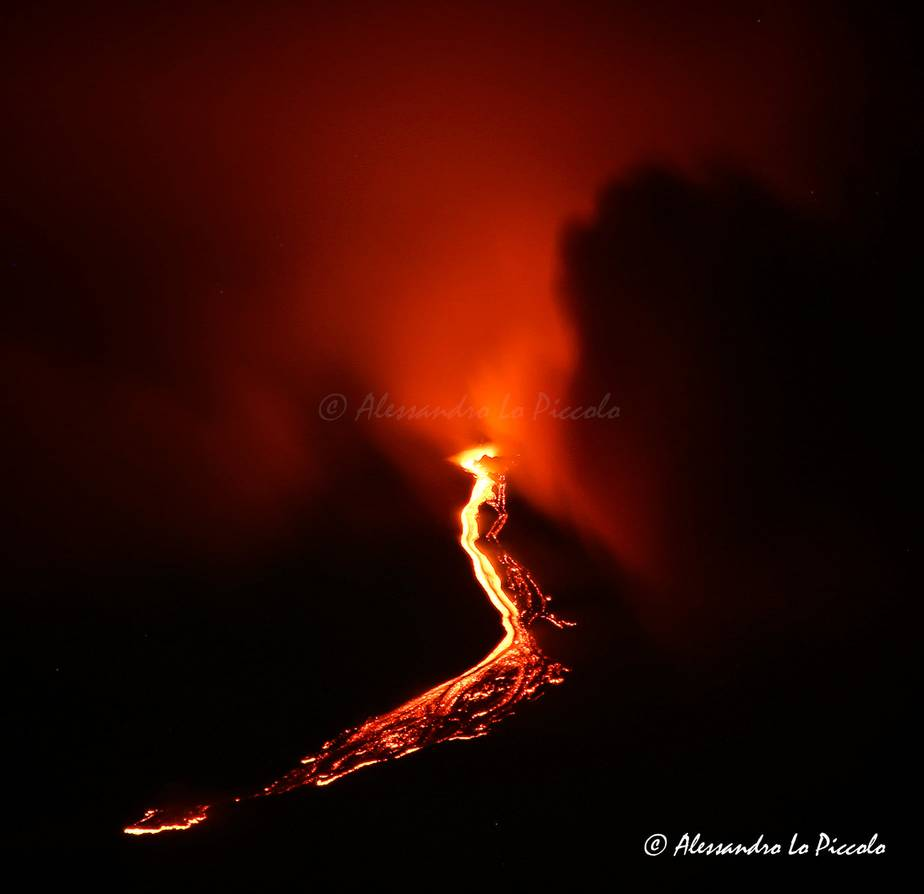 The lava flow from Etna's most recent paroxysm during the night 9-10 Mar 2021 (image: Alessandro Lo Piccolo / facebook)
