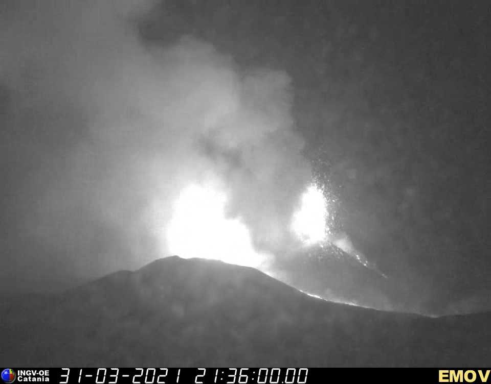Strong activity from the new effusive vent (glow in center of image) and lava fountains from the summit vent of Etna's New SE crater (center right) (image: INGV webcam)
