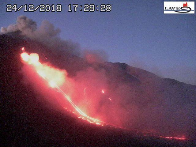 The new lava flow at Etna (image: LAVE webcam)