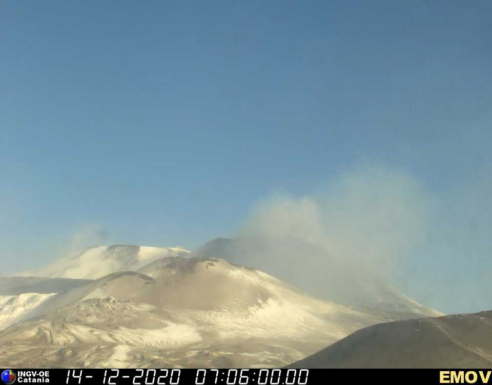 The volcano this morning with NSEC still emitting light ash plumes and the lava flow now probably no more alimentated (image: INGV webcam)