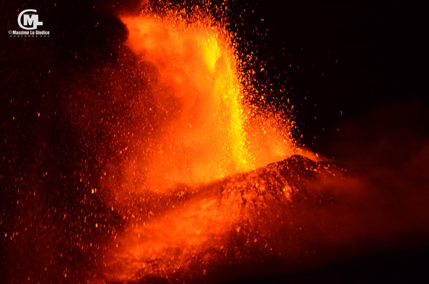 Etna's lava fountain during the 13th paroxysm this morning (image: Massimo Lo Giudice / facebook)