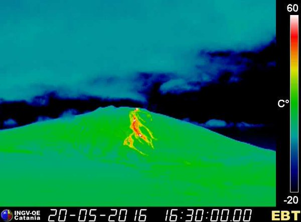 Thermal image (view from Bronte) of the summit lava flow on the western flank (INGV)