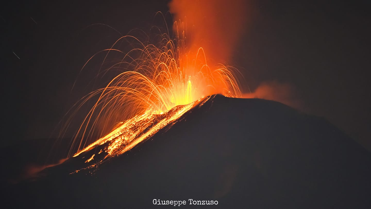 Strombolian explosions from Etna's New SE crater (image: Giuseppe Tonzuso / facebook)