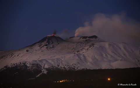 Strombolian activity at Etna's SE crater and glow from Voragine (image: Alessandro Lo Piccolo / facebook)