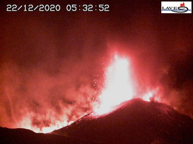 Lava fountain from Etna's New SE crater early this morning (image: LAVE webcam)
