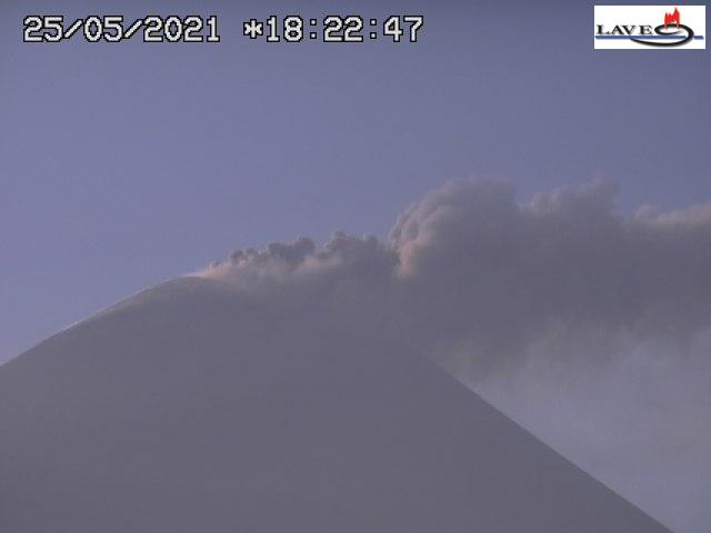Strong ash emissions from strombolian explosions at the New SE crater of Etna (image: LAVE webcam)