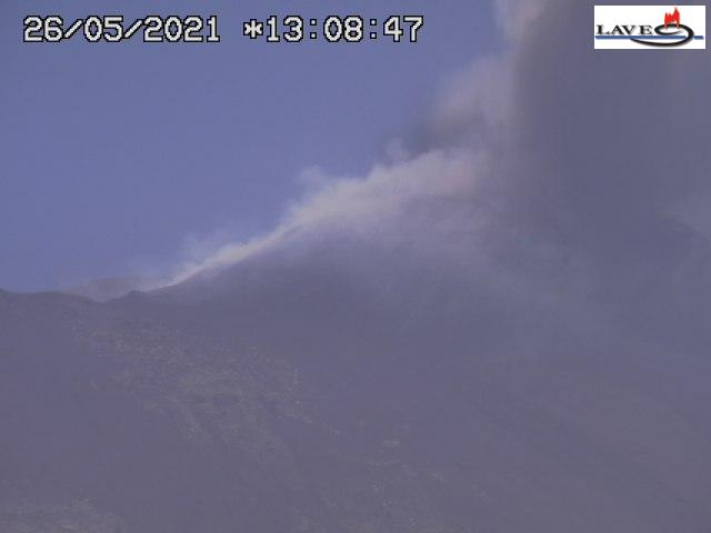 Lava fountain at Etna around noon today (image: LAVE webcam)