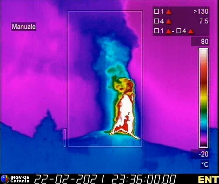 Thermal image from Nicolosi showing the impressive height of the fountains (image: INGV Catania)