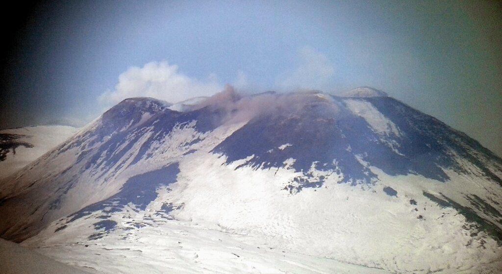 Ash emissions from Etna's SE crater on 25 Dec 2016 (image: Boris Behncke / @etnaboris / twitter)