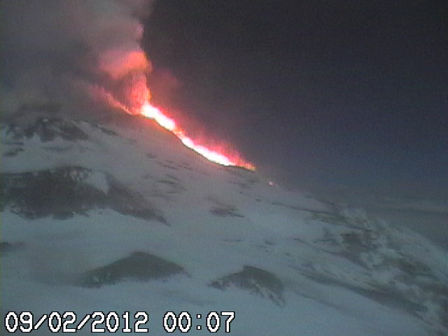 Webcam of the lava fountains and lava flow