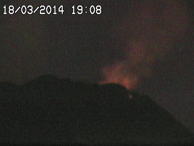 Glow from weak strombolian activity at Etna's NSEC