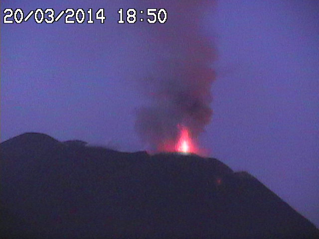 Strombolian eruption at Etna's NSEC this evening (Radiostudio7 Montagnola webcam)