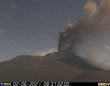 Lava fountain during Etna's paroxysm this morning (image: INGV Catania webcam)