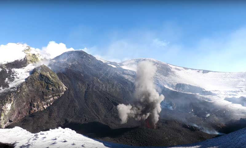 Strombolian activity of Etna's Bocca Nuova on 3 Feb 2021 (image: Michele Mammino / youtube)