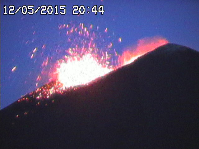 Strombolian explosion at Etna's New SE crater this evening (Radiostudio7 webcam)
