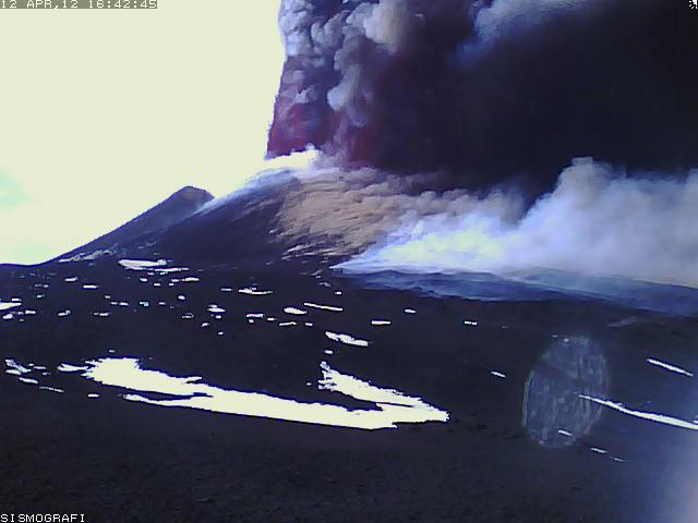 Tall lava fountains from several vents of the NSEC
