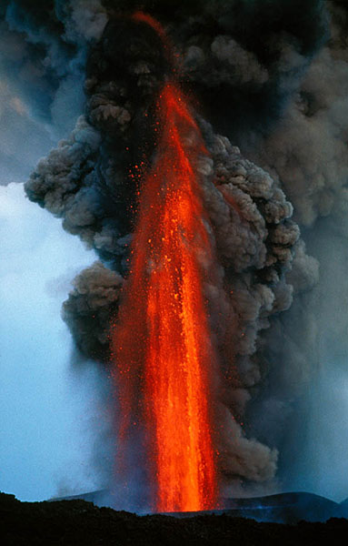 Lava fountain on Etna volcano - click on photo to enter website!