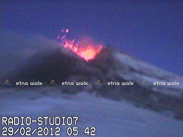 Strombolian eruption at Etna early on 29 Feb, webcamp image captured by Etna Walk (www.etnawalk.it)