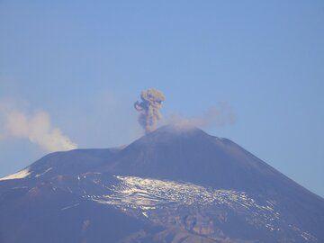 Ash emissions at Etna volcano today (image: Boris Behncke)