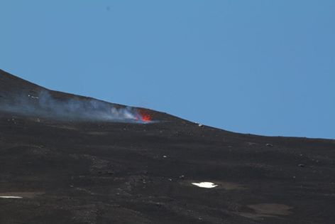 Bocca formatasi alla base Newn vent on the NE base of the NE crater i that yesterday (image: Marco Galasso / facebook)