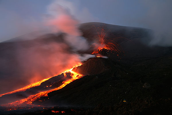 The new lava flow and the explosive vent at the 3050 m fracture, SW of SE crater on the slope of Bocca Nuova as on the evening of 7 Nov. 2006.